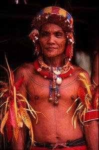 Pak Nurfea Sabaggalet dengan Kostum Adatnya